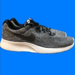 Nike Tajun SE Running Sneakers